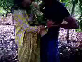 Guy succeeded v da jebemti njegov punca prijatelj v gozd