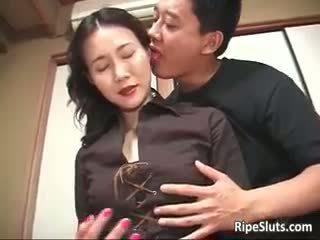 गॉर्जियस मेच्यूर एशियन बिच sucks part2