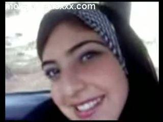 Armas araabia teismeline show tissid sisse auto