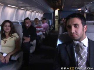 Kuuma tytöt having seksi sisään a airplane xxx