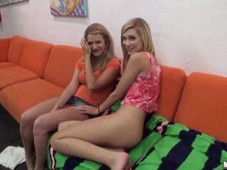 Forró barátnő tries anális -ban egy hármasban