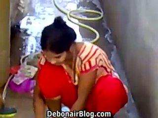 סקסי desi בייב washing clothes הצגה מחשוף ca