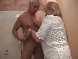 Gemuk penis di belahan dada perempuan tua