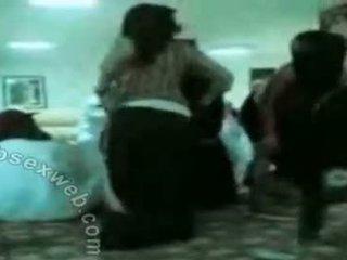 Arab hijab sừng nhóm dance