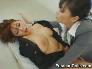Futanari tastes vlastné semeno!