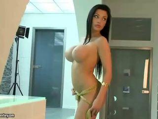 Aletta ocean menunjukkan off beliau seksi badan