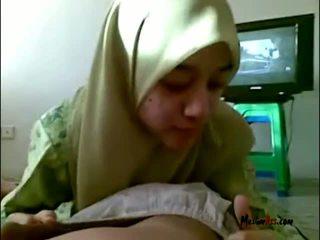 Hijab remaja mengisap buah zakar