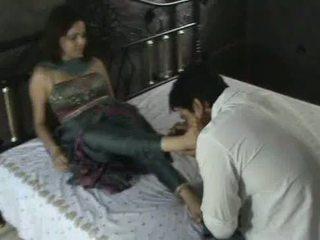 Індійська модель в churidar фут поклоніння
