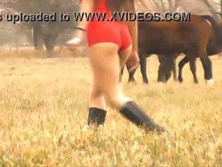 The hot lady horse whisperer - sange body latina! 10 bokong!