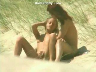 Märkä pillua masturbation päällä nudisti ranta