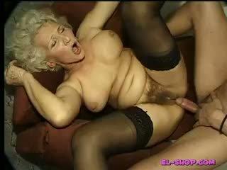 סבתא משתינה