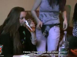 Gizli oda deri kızlar denemek dışarı tek kız seks video