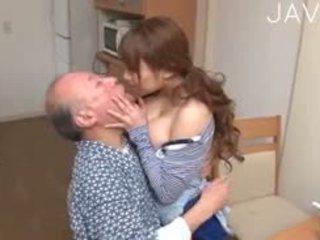 日本, 大胸部, 老+年轻