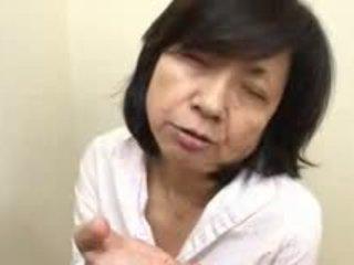 Japonesa mãe sucks swallows & squirts