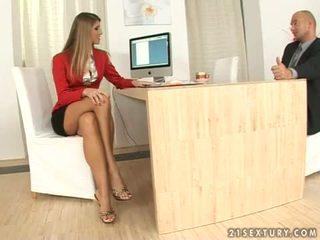 Jennifer kő titkárnő lábszex