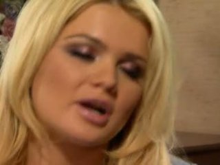 Alexis ford has उसकी स्वीट दौर mams sprayed साथ ताजा creamy कॉक मिल्क