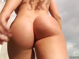 Alexis ford s miang/gatal pantat/ punggung squirms bucks dan fucks