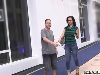Amatør sales kvinne knullet på den bangbus!