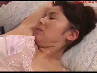 Krūtainas mammīte ar tied arms licked fingered stimualted ar līdz