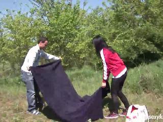 Teen nikki gets gefickt und jizzed outdoors
