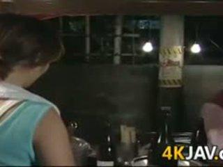 Suaugę japoniškas mergaitė getting pakliuvom