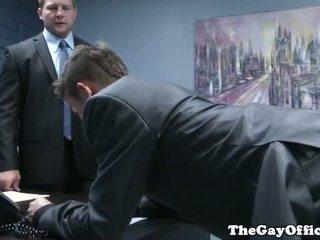 Gaysex sjef spanks og fucks tw-nk assistant