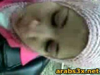 Arab έφηβος/η πιπιλίζουν καβλί