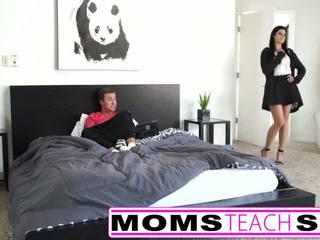 Adoleshencë i parë kohë squirting orgazëm me nënë dhe bir