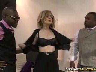 Nina hartley fucks musta guys varten votes