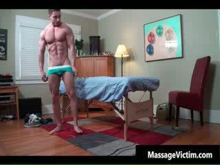 Super Καυτά bodied guy gets λαδωμένος/η για γκέι
