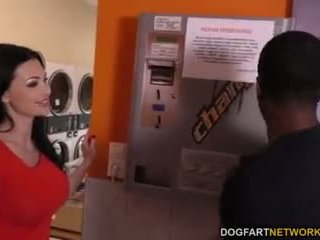 Aletta ocean does pagtatalik na pambutas ng puwit sa ang laundromat