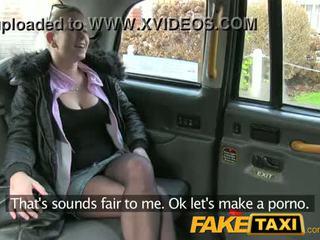 Jovem checa - fake taxi