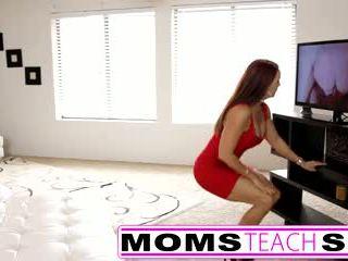 Pas mama fucks fiu în fierbinte in trei sex tape