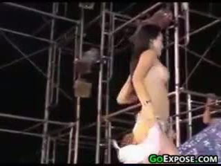 realtà, striptease, pubblico