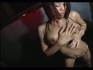 Sexy daiya bez trička teasing gogo dance