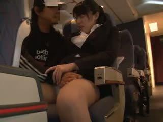 Officelady peloté en airliner