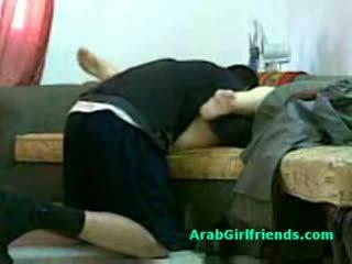 Muslim grua spread të saj këmbë dhe gets pidh licked