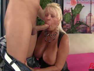 Uly emjekli blondinka gilf mandi mcgraw enjoys some sik: hd porno f5