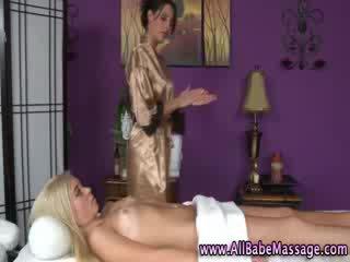 Ver lesbianas masseuse ir abajo