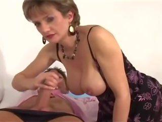 Brytyjskie mamuśka visits jej doktor, darmowe mamuśka doktor porno wideo