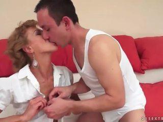 Garçon baise chaud mature blonde