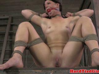 Ballgagged tied فوق عبودية والهيمنة، السادية، الماسوشية sub whipped harshly