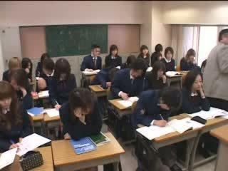 Japonsko teens znamk ljubezen s roke v učilnica video