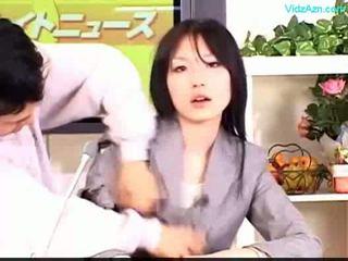 Guy stopping o tempo a foder o newscaster meninas boca e