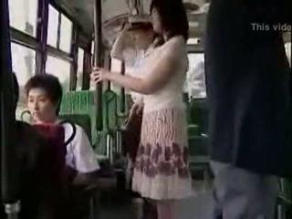 Overraskelse hanjob på buss med double lykkelig ending