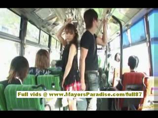 Mihiro chinees model enjoys een neuken op de bus