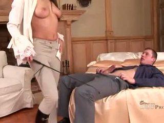 Hawt zafira מוצצת ב זין ו - playes עם שלה רגליים עשייה שלו rigid