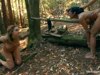 Tied w górę chanel preston has jej brązowy tunnel bumped w a las