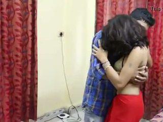 Desi milf's 胸部 fondled 真 硬 由 salesman ## hindi 熱 短 電影