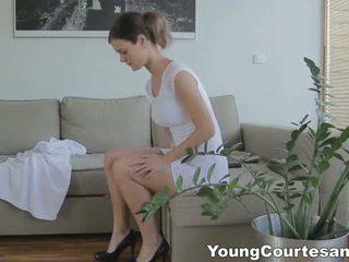 Νέος courtesans - πρώτα courtesan ημερομηνία feels καλός